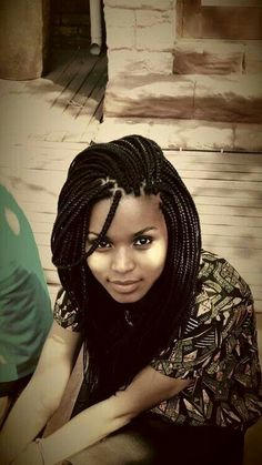 All styles of box braids to sublimate her hair afro On long box braids, everything is allowed! For fans of all kinds of buns, Afro braids in XXL bun bun work as well as the low glamorous bun Zoe Kravitz. Box Braids Hairstyles, My Hairstyle, African Hairstyles, Hairstyles Games, Dance Hairstyles, Hairstyles 2018, Box Braids Pictures, Curly Hair Styles, Natural Hair Styles