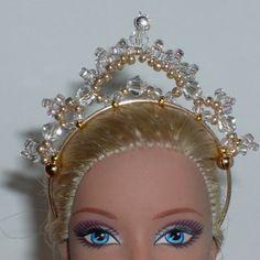 Diy Barbie Clothes, Barbie Hair, Barbie Dress, Jewelry Model, Hair Jewelry, Barbie Patterns, Barbie Accessories, Tiaras And Crowns, Doll Crafts
