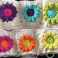 Crochet Motif, Diy Crochet, Crochet Flowers, Crochet Afghans, Crochet Blankets, Crochet Granny, Lion Brand Wool Ease, Bobble Stitch, Popcorn