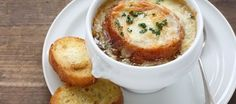 Oven-Baked Onion Soup: In this weather, who wouldn't want a big bowl of tasty soup? Onion soup to be specific. Crock Pot Recipes, Onion Soup Recipes, Cooking Recipes, Crockpot French Onion Soup, Baked Onions, Broccoli Cheddar, Brocolli, Broccoli Soup, Oven Baked