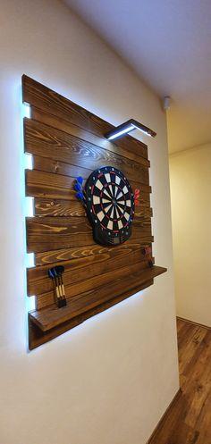 Basement Bar Designs, Home Bar Designs, Dartboard Ideas, Bar Shed, Game Room Basement, Live Edge Furniture, Garden Tool Storage, Man Room, Dart Board