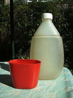 DDR Plaste-Trinkflasche für den Wandertag, fürs Sportfest oder Freibad. Meine hatte einen gelben Deckel/Becher.