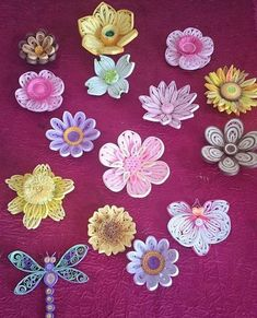 Step By Step Guide On How To Make Paper Quilling Flowers – Quilling Techniques Quilling Videos, Quilling Dolls, Neli Quilling, Quilling Craft, Quilling Techniques, Quilling Comb, Paper Quilling Cards, Paper Quilling Flowers, Paper Quilling Jewelry