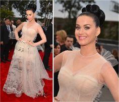 Juro que quando vi esse vestido no desfile Couture do Valentino essa semana, de cara associei à uma cantora, é claro! Não seria Beyoncé, nem Britney, quem usaria tão bem? Claro, Katy Parry! A diva maravilhosa usou o vestido com louvor e acertou em cheio no seu estilo fofo a um haute couture poderoso. Foi …