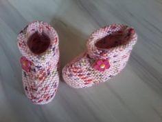 tuto tricot layette : chaussons au point mousse expliqué pendant le diap...