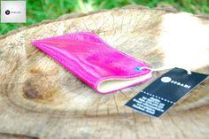 Husa pentru ochelari din piele naturala 1 -roz-fucsia lucios -captusita cu piele crem -capsa turcoaz -dimensiuni: L=17cm l=8cm  PRET: 35 lei