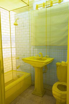 Sa maison n'est pas en carton comme dans la comptine, mais intégralement reproduite à partir d'un fil de polyester d'une finesse arachnéenne. ...