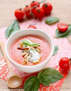 Gaspacho andalou  Mixez ½ baguette séchée, avec 1 kg de tomates bien mûres, 1 poivron rouge, 1 concombre, 1 gousse d'ail, 1 oignon frais, de la menthe et de ...