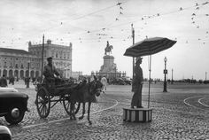 .PORTUGAL. Lisbon. 1955. The Commerce Square with Statue of King José I. (c) HCB