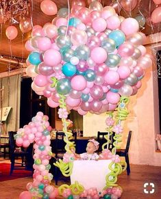 Este posibil ca imaginea să conţină: 1 persoană Balloon Decorations, Birthday Party Decorations, Baby Shower Decorations, Baby Girl 1st Birthday, Unicorn Birthday Parties, Gateau Baby Shower, Deco Ballon, 1st Birthdays, Balloons
