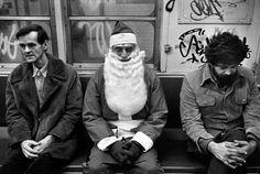 Richard Kalvar, Santa Claus in the subway, New York, 1976.