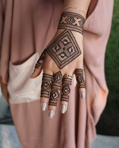 Are You searching the Latest Designs Of the Mehndi? Are You Searching the Mehndi Tikki style? Then come here I have now come back at this mehndi Henna Hand Designs, Modern Mehndi Designs, Mehndi Design Pictures, Mehndi Designs For Girls, Beautiful Henna Designs, Arabic Mehndi Designs, Henna Tattoo Designs, Tattoo Ideas, Dulhan Mehndi Designs