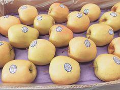 Enjoy its freshness... #EnjoyFruit #ByDelBello #Lovita #ItalianFlavour #TasteMe #LadyApple #FromItalyWithLove #EatItalian #WeAreComing #WeAreReady #FruitLover #instafood #PremiumQuality #GoldenDelicious #ApplesGoldenDelicious #apples #amazing #mangiamela #melamangio #EatHealthy #fruit #food #LoveNature #gnam #foodporn #fruitporn #Canada