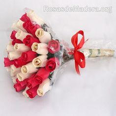 Ramo de rosas de madera realizado a mano. www.rosasdemadera.org #rosas #ramorosas #artesanisa