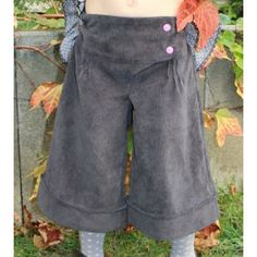 Jupe culotte fille de madame maman Sewing For Kids, Diy For Kids, Special Girl, Little Fashion, Madame, New Model, Needle And Thread, Short Girls, Bermuda Shorts