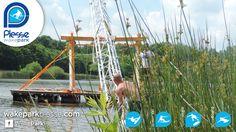 Installation du cinquième pylône du téléski nautique Plessé sur l'étang du Buhel