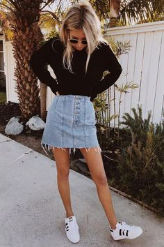 Stylish Everyday Outfits To Get You Through The Rest Of Summer Denim skirt. - Stylish Everyday Outfits To Get You Through The Rest Of Summer Denim skirt with black sweater - Hot Fall Outfits, Summer Outfits For Teens, Casual Summer Dresses, Cute Casual Outfits, Dress Casual, Easy Outfits, Hipster Outfits, Grunge Outfits, Black Denim Skirt Outfit