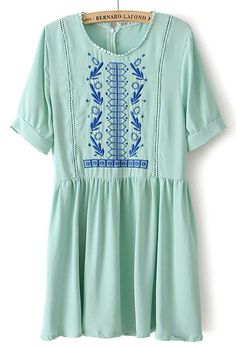 Green Short Sleeve Tribal Embroidery Pleated Chiffon Dress US$24.43