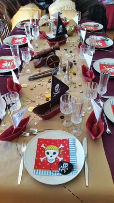 Aujourd'hui j'ai…: … un anniversaire pirate (pirate birthday party) - pinlike Twin Birthday, Little Girl Birthday, Pirate Birthday, Happy Birthday, Deco Pirate, Pirate Party Favors, Pirate Invitations, Party Mottos, Pirate Baby
