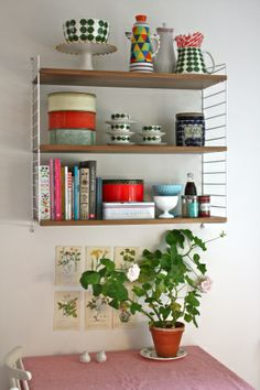Free standing, diy looking shelves - cool looking - shelving projects in 20 Home Interior, Kitchen Interior, Interior Design, Colour Blocking Interior, Eclectic Furniture, Vintage Interiors, Cozy House, Home Kitchens, Teak