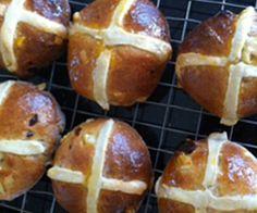 Hot Cross Buns: 226 Kcal Per Serving www. Tasty Bread Recipe, Bread Recipes, Hot Cross Buns, Muffin, Baking, Breakfast, Ethnic Recipes, Food, Bakken