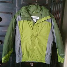 XS/S Columbia Sportswear Heavy Coat Xs/S  (bought a youth large, but fit me well as a 4). Very roomy) heavy Columbia Sportswear Coat, green and grey.  Zipper and velcro closure, arms with velcro closure, hood, used once as a ski coat.  Perfect condition. Columbia Jackets & Coats