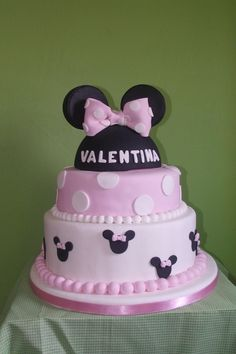 Minnie Mouse cake ♥♥♥ for Dulce Villa - Tortas y Cupcakes ♥♥♥ #minniemousecake #partycake #minniemouse #Disney #decorating