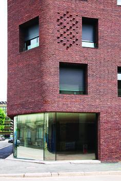 Image 10 of 24 from gallery of 38 Social Housing / Avenier Cornejo. Photograph by Takuji Shimmura