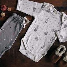 An essential for the layette. The first thing most babies wear is a bodysuit. Easy snap domes to ensure baby's tummy and back are covered and make for easy nappy changes. Soft organic cotton offers supreme comfort for your little one. Great for layering!
