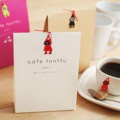 とんがり帽子の森の妖精トントゥは、ちょっぴりいたずらっ子。 フィンランドの人々のゆとりある暮らしをお手本に、ステキなくつろぎ時間を提案してくれます。 同シリーズのコーヒーもあります。