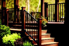New Trex Reveal Aluminum Railing spans long lengths for panoramic sightlines from residential decks, patios, balconies and front steps, as well as commercial installations.