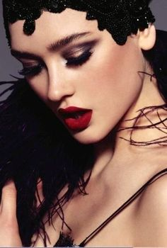Red lip. Dark eyes. Glamour 3.