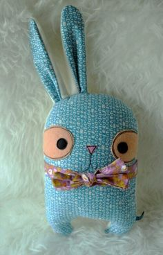 Épinglé par ❃❀CM❁✿⊱ Artwork by Klay Arsenault Sewing Toys, Sewing Crafts, Sewing Projects, Sock Dolls, Doll Toys, Fabric Toys, Fabric Crafts, Softies, Monster Dolls