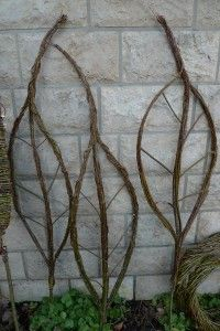Leaf Sculpture from willow rods. Created by the oh-so-talented Karin Urban of funky junk interiors.  this lady rocks! http://doyowesi.de/ (translated from German)