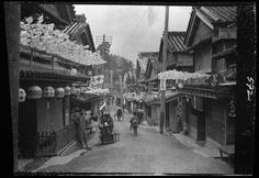 Rare Vintage Photographs of Japan's Daily Life Taken by Arnold Genthe in 1908