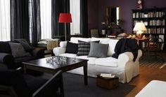 IKEAのソファ、ランプ、テーブル等を活用したリビングスペース。赤いランプがアクセントになっています。