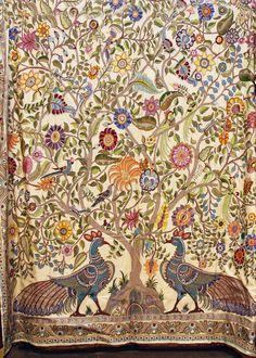 Красота якобинской вышивки: диковинные плоды, яркие цветы, фантазийные птицы — завораживает. Давайте разбираться, как все это возникло. Итак, как правило, дается такое определение: якобинская вышивка — это разновидность вышивки шерстью или вышивки крюил (crewel, crewelwork). То есть, все началось с вышивки шерстью, которая появилась более тысячелетия назад, это — один из видов декоративной…