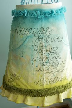poetry apron with what looks like some clever artistic spray painted elements. Arts And Crafts, Diy Crafts, Fabric Crafts, Cool Aprons, Sewing Aprons, Aprons Vintage, Home And Deco, Altered Art, Sewing Projects
