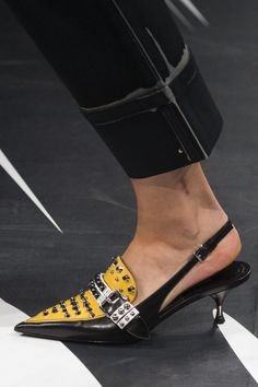Prada Spring 2018 Fashion Show Details - The Impression Shoe Boots, Shoes Heels, Pumps, Buy Shoes, Flats, Outfit Chic, Frauen In High Heels, Spring Fashion Trends, Spring Shoes