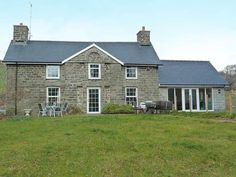 Pentre Farmhouse - large pet friendly farmhouse, near Aberystwyth, Ceredigion, sleeps 12 plus cot - West Wales Holiday Cottages