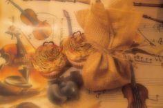 Ambientadores sólidos para quemadores, envueltos en un saquito de tela de saco o arpillera, así podrás oler su aroma sin necesidad de abrir el saco. Detalle original para tu boda.