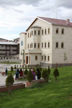 Bayburt Üniversitesi Mansions, House Styles, Home Decor, Decoration Home, Room Decor, Villas, Interior Design, Home Interiors, Palaces