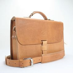 MADE BY JULIO    2015NATBAS14-098    Size - 14 x 3.25 x 10 Strap adjusts - 40 1/2 to 54 1/2, Fall 23 - 27 - Includes leather shoulder pad