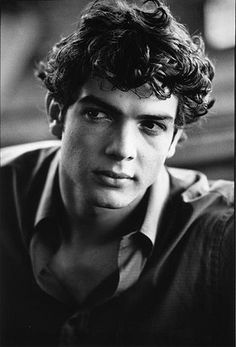 Is it creepy that I <3 grandfather *and* grandson? Ethan Peck... the family resemblance is a little ridiculous.