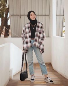 [ hijab simple Tartan outerwear from simple but chic 🤓✨ Hijab Casual, Hijab Fashion Casual, Ootd Hijab, Street Hijab Fashion, Muslim Fashion, Korean Fashion, Casual Ootd, Casual Outfits, Hijab Chic