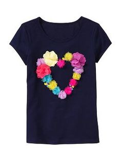 Flower-embellished short-sleeve T Girl Outfits, Cute Outfits, Heart Diy, Daisy Dress, Girl Dress Patterns, Kids Patterns, Girls Wardrobe, Flower Applique, Diy Clothing