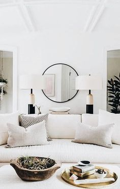 Get inspiration for your work in progress: a new mirror decor project! Find out the best mid-century inspirations for your interior design project at http://essentialhome.eu/