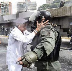Mis honores a este valiente venezolano.