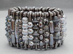 Tendance Bracelets  Bracelet argenté avec épingles et perles
