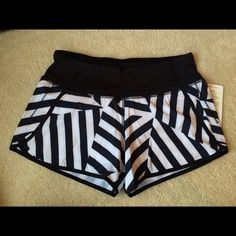 NWT Lululemon Which Way Chevron Run Time Short 4 NWT (new with tags) Lululemon Which Way Sway Chevron Run Time Shorts in size 4. These were a Seawheeze and Australia / New Zealand exclusive print. These weren't available in the US or Canada. Get them here now. Run Times are similar to speed shorts but have a longer inseam. lululemon athletica Shorts Lululemon Shorts, Lululemon Athletica, Fashion Tips, Fashion Design, Fashion Trends, Chevron, Canada, Australia, Times